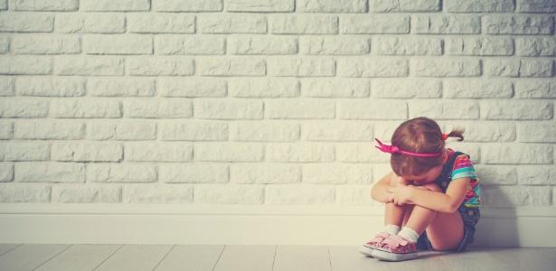 Antidepressivos não oferecem benefício claro em crianças e jovens, diz estudo