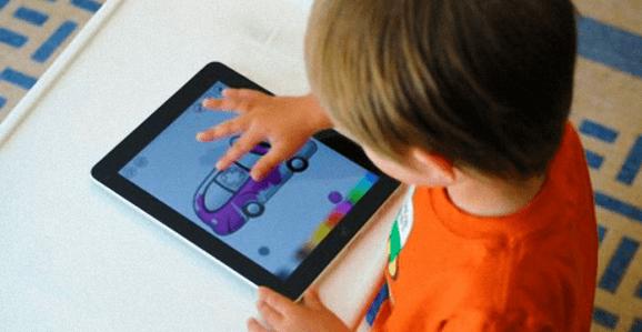 Dar um iPad ao seu filho é como abusar dele, diz psicólogo