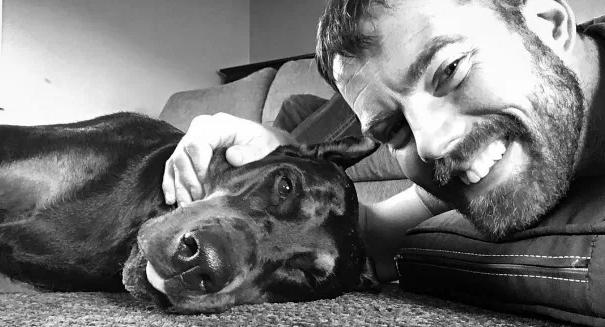 Veterinário leva sua cadela, com câncer terminal, à sua última viagem